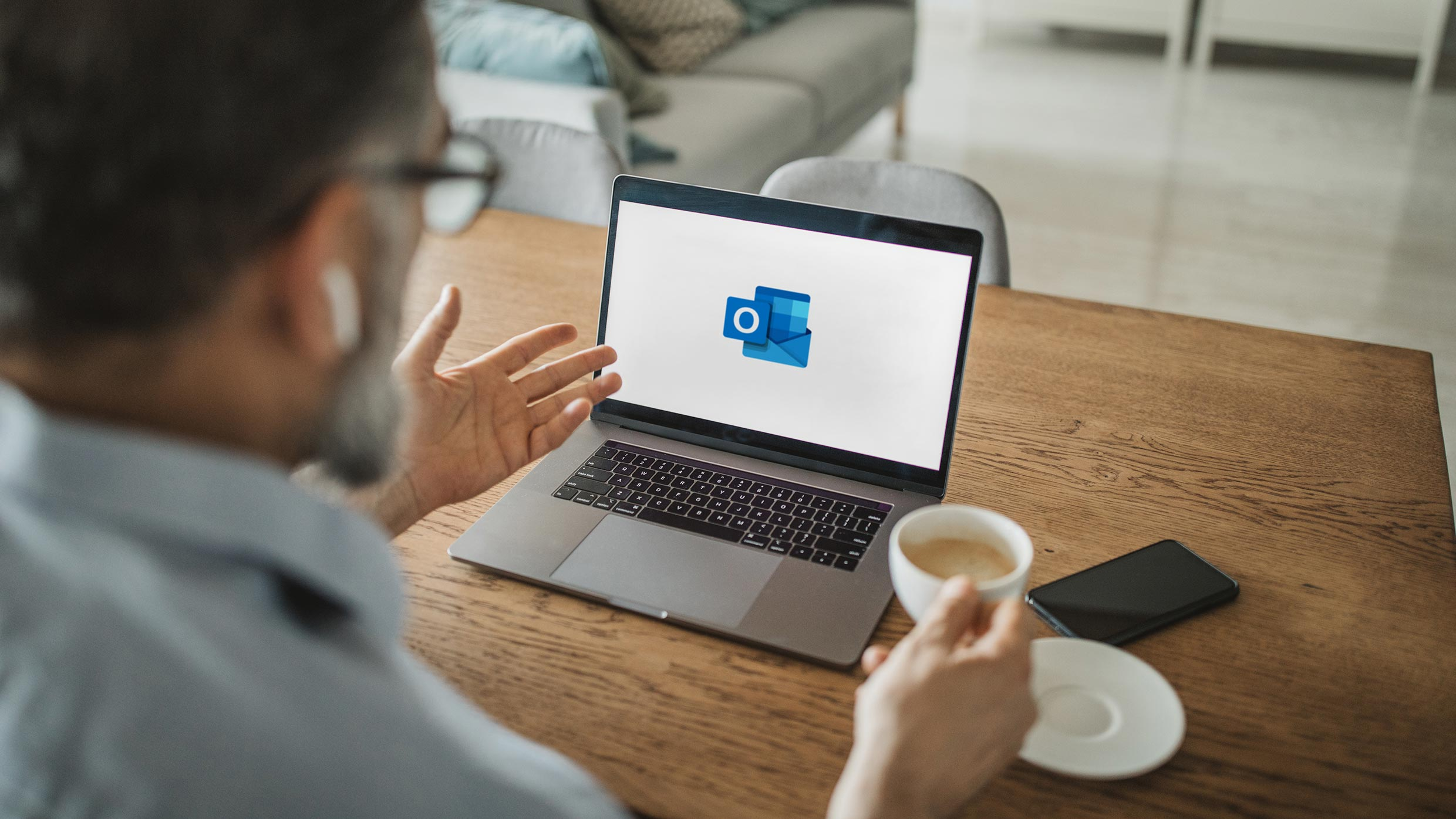 How to schedule a meeting in Outlook